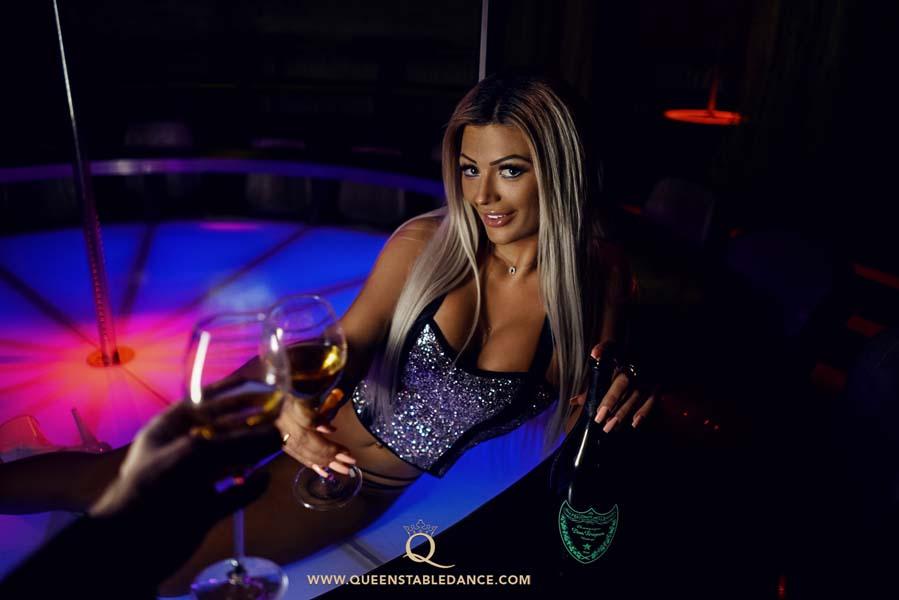 Sex, küssen, Betrug an der Freundin im Strip Club