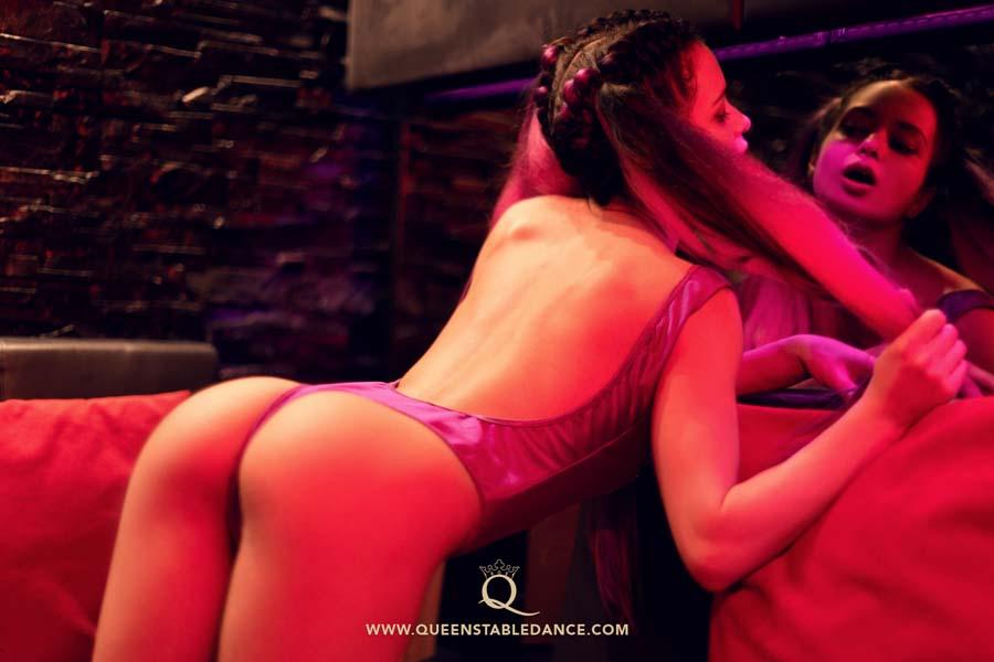 Sex, küssen, Betrug im Strip Club