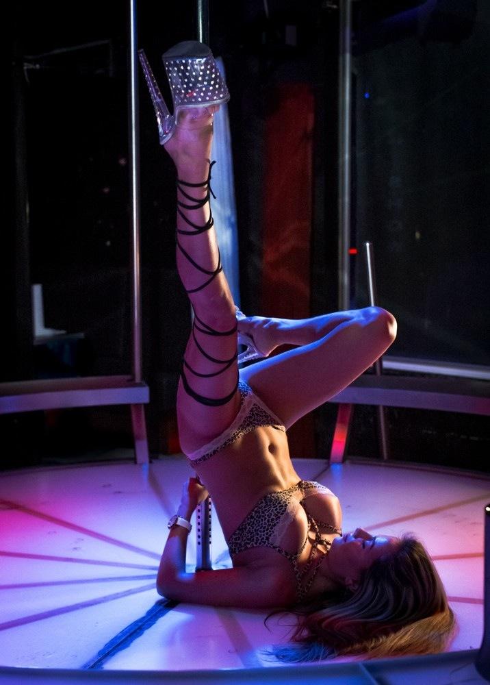 Dreier, paare, pärchen in stripclub in München