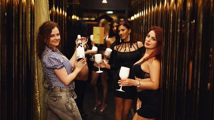 Oktoberfest in München: afterparty in Stripclub - Dirndl Wiesn